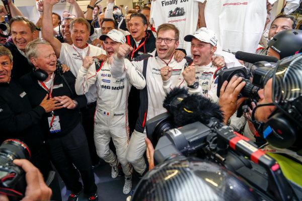 2016 Le Mans 24 Hours. Circuit de la Sarthe, Le Mans, France. Porsche Team / Porsche 919 Hybrid - Romain Dumas (FRA), Neel Jani (CHE), Marc Lieb (DEU).  Sunday 19 June 2016 Photo: Adam Warner / LAT ref: Digital Image _L5R7500