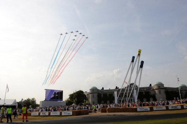 Goodwood Estate, Chichester England 11th - 14th July 2013. The Red Arrows perform above Goodwood House. World Copyright: Jeff Bloxham/LAT Photographic ref: Digital Image DSC_9520