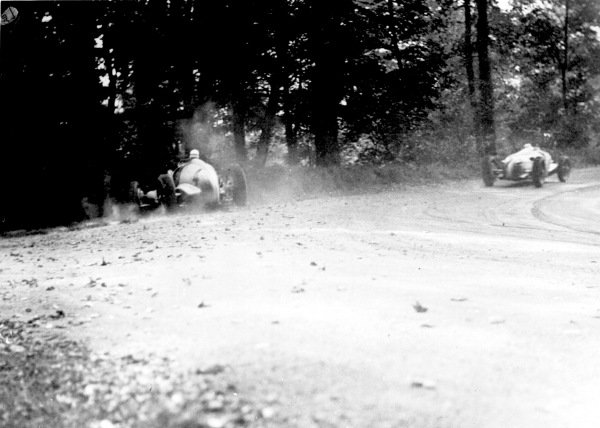 Donington Park, Great Britain.8 October 1937.Dick Seaman (number 4, Mercedes-Benz W125) spins out of the race chasing an Auto Union C-typ.Published-Autocar 8/10/1937 p672. Ref-S69/1876.World Copyright - LAT Photographic