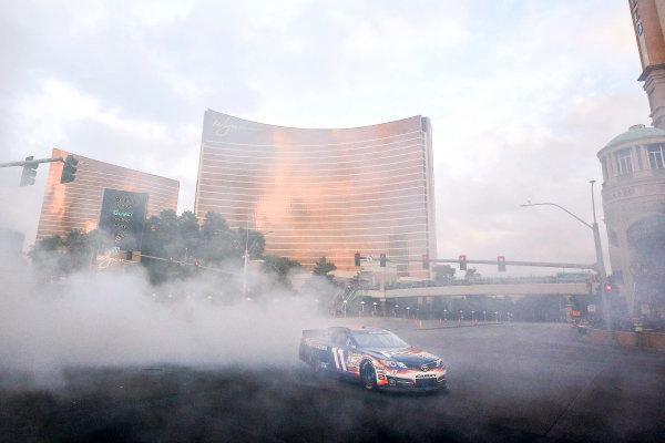 3-5 December, 2014, Las Vegas, Nevada USA Denny Hamlin Burnout ©2014, Michael L. Levitt LAT Photo USA