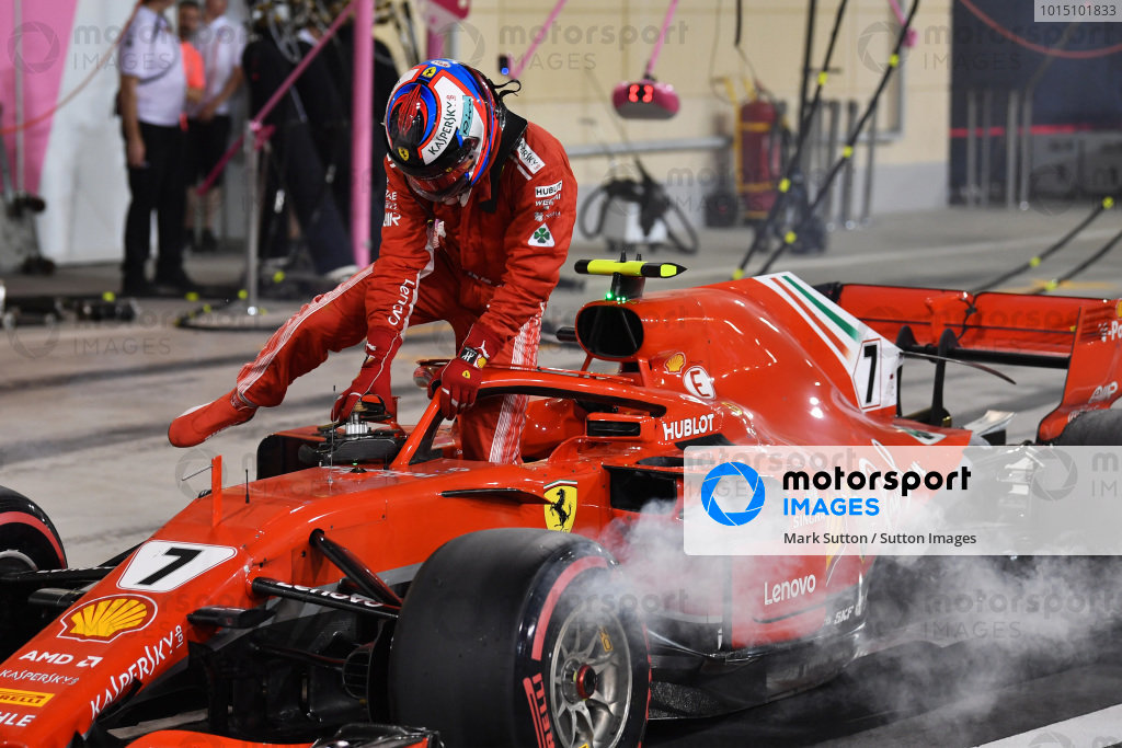 Kimi Raikkonen (FIN) Ferrari SF-71H retires from the race in pit lane