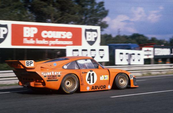 1980 Le Mans 24 Hours. Le Mans, France. 14th - 15th June 1980. Ted Field/Danny Ongais/Jean-Louis Lafosse (Porsche 935 K3), retired, action.  World Copyright: LAT Photographic. Ref: 80LM12