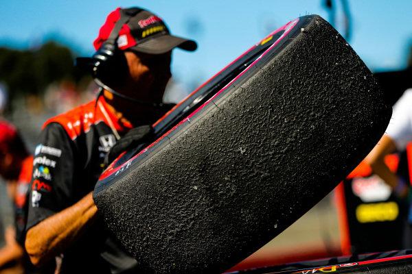 Sebastien Bourdais, Dale Coyne Racing with Vasser-Sullivan Honda, crew member, Firestone tire