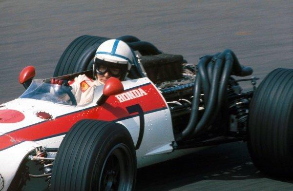 John Surtees (GBR) Honda RA273, retired on lap 74. Formula One World Championship, Rd3, Dutch Grand Prix, Zandvoort, Holland. 4 June 1967. BEST IMAGE