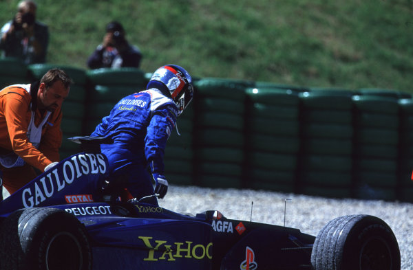 2000 Austrian Grand Prix.A1-Ring, Zeltweg, Austria.14-16 July 2000.Jean Alesi (Prost Peugeot) gets out of his car after retiring, because he had a collision with team mate Nick Heidfeld.World Copyright - LAT PhotographicFormat: 35mm Transparency