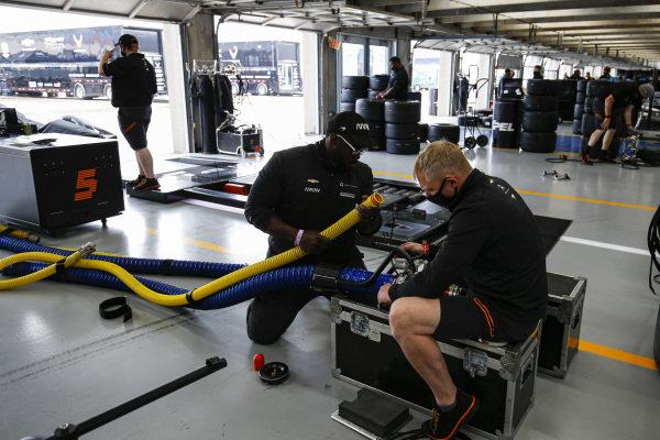 #7: Felix Rosenqvist, Arrow McLaren SP Chevrolet, Crew