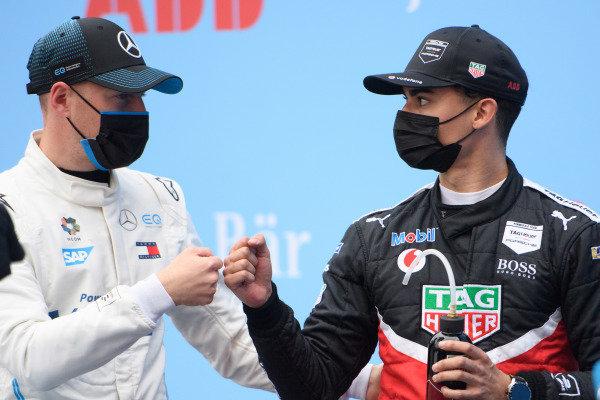 Stoffel Vandoorne (BEL), Mercedes Benz EQ, and Pascal Wehrlein (DEU), Tag Heuer Porsche, after Qualifying