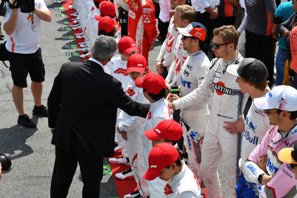 Chase Carey, Chief Executive Officer and Executive Chairman of the Formula One Group and Sergey Sirotkin, Williams Racing on the grid