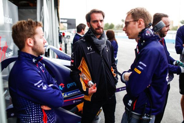 Sam Bird (GBR), Envision Virgin Racing, talks to Sylvain Filippi, Managing Director, Envision Virgin Racing and Jean-Eric Vergne (FRA), DS TECHEETAH