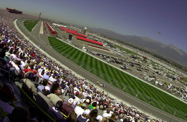 Polesitter Mike Skinner leads the field past the grandstand and into turn one at California Speedway.NAPA Auto Parts 500 at California Speedway, Fontana, California, USA, 30 April,2000.-F Peirce Williams 2000 LAT PHOTOGRAPHIC USA
