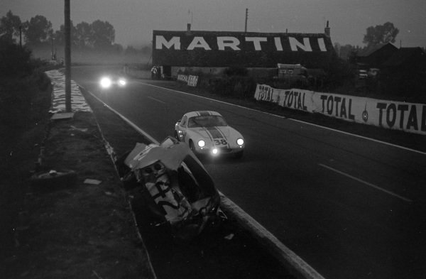 John Coundley / Frank Gardner, Team Elite, Lotus Elite, passes the wreckage of Bob Olthoff / Sir John Whitmore's Austin Healey Sprite.