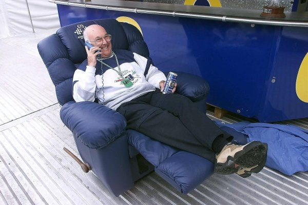 Murray Walker (GBR) ITV Sport Presenter puts his feet up as he comes towards the end of his days in the commentary booth. Belgian Grand Prix, Spa Francorchamps 30 August 2001 DIGITAL IMAGE