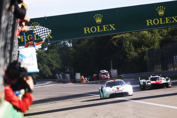#92 Porsche GT Team Porsche 911 RSR - 19: Kevin Estre, Neel Jani,  #8 Toyota Gazoo Racing Toyota GR010 - Hybrid: Sebastien Buemi, Kazuki Nakajima, Brendon Hartley