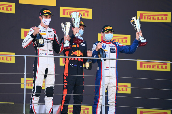Theo Pourchaire (FRA, ART GRAND PRIX), 3rd position, Liam Lawson (NZL, HITECH GRAND PRIX), 1st position, and David Beckmann (DEU, TRIDENT), 2nd position, on the podium
