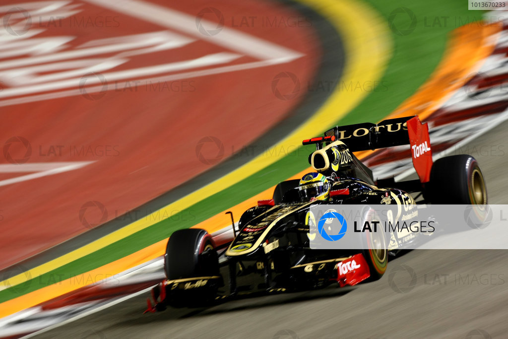 Marina Bay Circuit, Singapore.24th September 2011.Bruno Senna, Lotus Renault GP R31. Action. World Copyright: Andy Hone/LAT Photographicref: Digital Image CSP28375