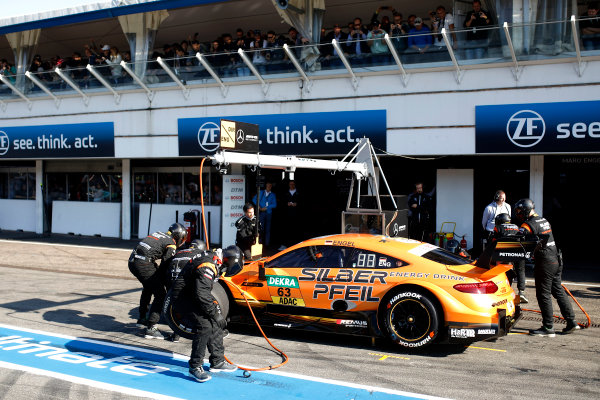 2017 DTM Round 9  Hockenheimring, Germany  Sunday 15 October 2017. Pit stop, Maro Engel, Mercedes-AMG Team HWA, Mercedes-AMG C63 DTM  World Copyright: Alexander Trienitz/LAT Images ref: Digital Image 2017-DTM-HH2-AT1-0523