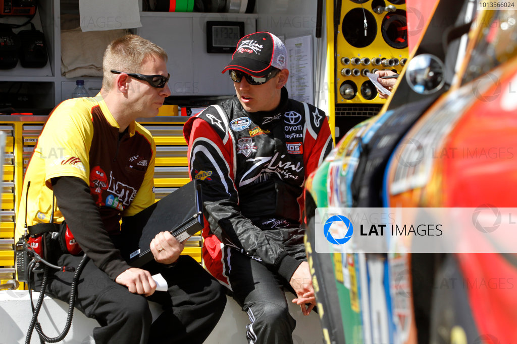 18 - 20 March 2011, Bristol, Tennessee, USADave Rogers and Kyle Busch© 2011, LAT SouthLAT Photo USA