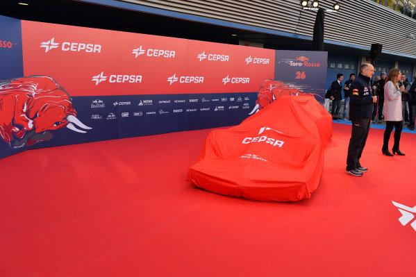 Scuderia Toro Rosso STR9 under cover. Scuderia Toro Rosso STR9 Launch, Jerez, Spain, Monday 27 January 2014.