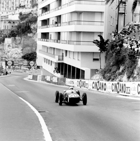 1961 Monaco Grand Prix.Monte Carlo. 14 May 1961.Stirling Moss (Lotus 18-Climax), 1st position.Ref-8657.World Copyright: LAT Photographic