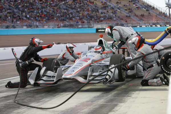 Verizon IndyCar Series Desert Diamond West Valley Phoenix Grand Prix Phoenix Raceway, Avondale, AZ USA Saturday 29 April 2017 Will Power, Team Penske Chevrolet pit stop World Copyright: Michael L. Levitt LAT Images