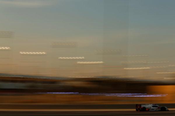 2015 FIA World Endurance Championship Bahrain 6-Hours Bahrain International Circuit, Bahrain Saturday 21 November 2015. Marcel F?ssler, Andr? Lotterer, Beno?t Tr?luyer (#7 LMP1 Audi Sport Team Joest Audi R18 e-tron quattro). World Copyright: Alastair Staley/LAT Photographic ref: Digital Image _R6T9984
