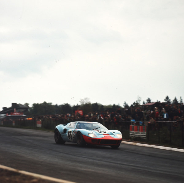 1968 Nurburgring 1000 kms.Nurburgring, Germany.19 May 1968.Jacky Ickx/Paul Hawkins (Ford GT40), 3rd position.Ref-3/3300.World - LAT Photographic