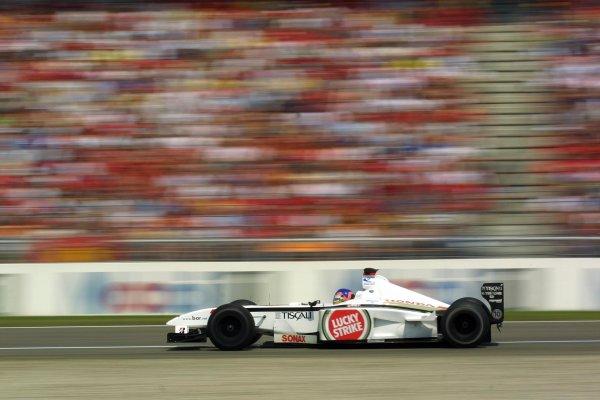 2001 German Grand Prix - RaceHockenheim, Germany. 29th July 2001Jacques Villeneuve, BAR Honda BAR003, action.World Copyright - LAT PhotographicRef: 9 MB Digital File Only