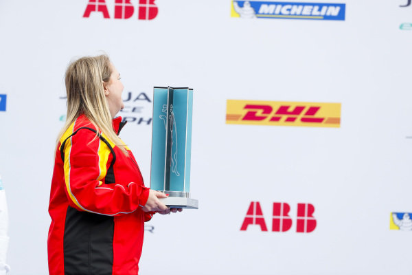 The 2nd position trophy