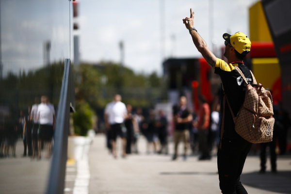 Daniel Ricciardo, Renault in the paddock