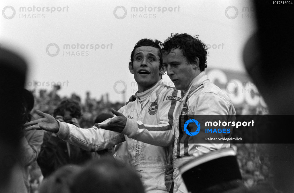 Jackie Oliver and Jacky Ickx celebrates victory.