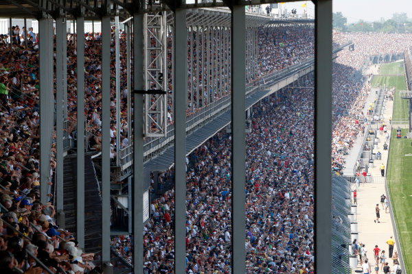 30 May, 2010, Indianapolis, Indiana, USAThe crowd at Indianapolis Motor Speedway©2010, Dan Streck, USALAT Photographic