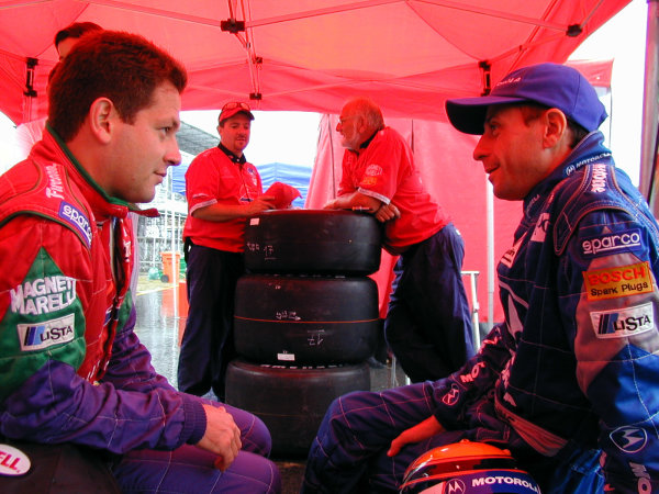 1999 CART Rio 200. May 15, 1999, Rio de Janeiro, BrazilMauricio Gugelmin shares some tips with fellow Brazilian, Roberto Moreno. Moreno is sitting in for the injured Mark Blundell in the Pac West Mercedes reynard.-1999, Michael L. Levitt, USA.LAT Photographic digital photo