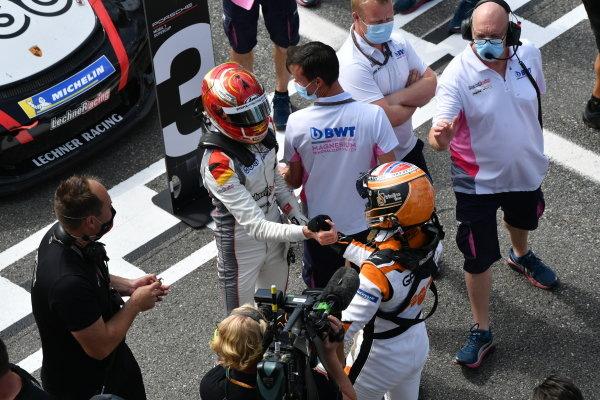 Larry ten Voorde (NED, Team GP Elite), 1st position, is congratulated by Leon Kohler (DEU, Lechner Racing Middle East), 3rd position, in Parc Ferme