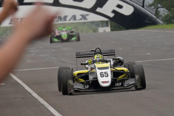 Round 14 Winner Enaam Ahmed, B-Max Racing with Motopark F3, Dallara F312 Volkswagen, celebrates at the finish