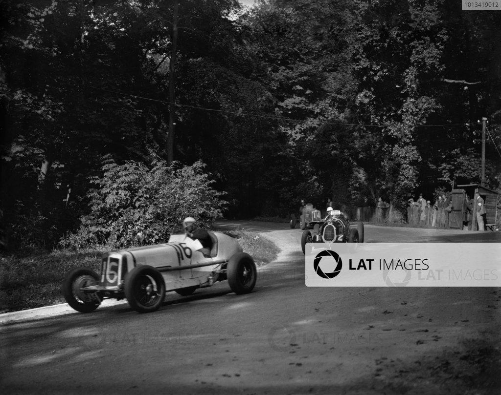 Donington Park, Great Britain.3 October 1936.Arthur Dobson (16-ERA B-type) leads race winner Hans Ruesch/Dick Seaman (12 Alfa Romeo Tipo-C 8C-35).Ref-Motor 779/41.World Copyright - LAT Photographic