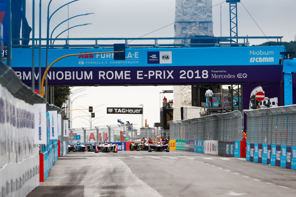 Felix Rosenqvist (SWE), Mahindra Racing, Mahindra M4Electro, Sam Bird (GBR), DS Virgin Racing, DS Virgin DSV-03 and Mitch Evans (NZL), Panasonic Jaguar Racing, Jaguar I-Type II, lead the ePrix.