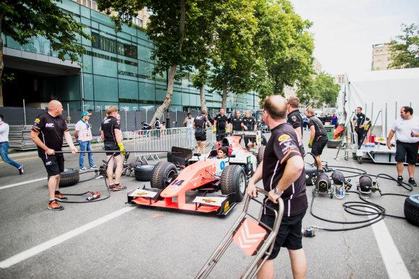 2017 FIA Formula 2 Round 4. Baku City Circuit, Baku, Azerbaijan. Thursday 22 June 2017. Sergio Sette Camara (BRA, MP Motorsport) practice pitstops. Photo: Zak Mauger/FIA Formula 2. ref: Digital Image _54I9319