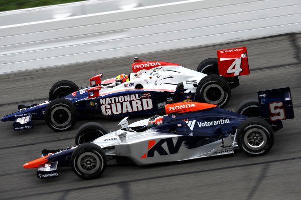Mario Moraes (BRA) KV Racing Technology (#4), and Dan Wheldon (GBR) Panther Racing (#5).IndyCar Series, Rd3, Road Runner Turbo 300, Kansas Speedway, Kansas, USA. 25-26 April 2009.