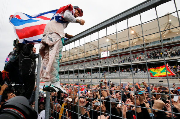 Circuit of the Americas, Austin, Texas, United States of America.  Sunday 25 October 2015. Lewis Hamilton, Mercedes AMG, 1st Position, celebrates with the fans. World Copyright: Steven Tee/LAT Photographic ref: Digital Image _X0W7687