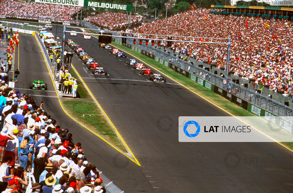 Albert Park, Melbourne, Australia.8-10 March 1996.Jacques Villeneuve (Williams FW18 Renault) on pole position in his debut Grand Prix on the first start. With Pedro Lamy starting from the pit lane.Ref-96 AUS 10.World Copyright - LAT Photographic