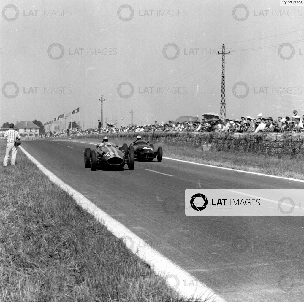 1959 French Grand Prix.Reims, France.3-5 July 1959.Giorgio Scarlatti (Maserati 250F) leads Ron Flockhart (BRM P25). Flockhart finished in 6th position.Ref-4446.World Copyright - LAT Photographic
