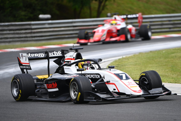 Theo Pourchaire (FRA, ART GRAND PRIX) leads Oscar Piastri (AUS, PREMA RACING)