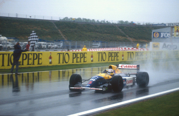1992 Spanish Grand Prix.Catalunya, Barcelona, Spain.1-3 May 1992.Nigel Mansell (Williams FW14B Renault) celebrating, taking the chequered flag for 1st position.Ref-92 ESP 03.World Copyright - LAT Photographic