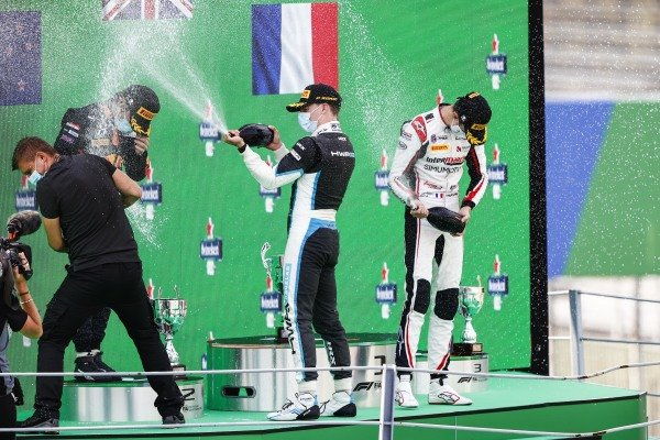 Liam Lawson (NZL, HITECH GRAND PRIX), Winning Constructor Representative, Race Winner Jake Hughes (GBR, HWA RACELAB) and Theo Pourchaire (FRA, ART GRAND PRIX) celebrate on the podium with the champagne
