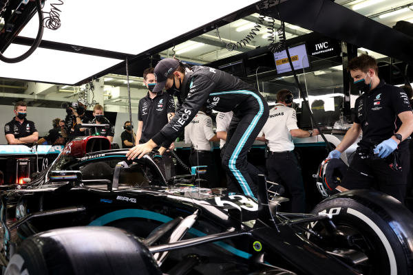 George Russell, Mercedes-AMG Petronas F1 in the garage