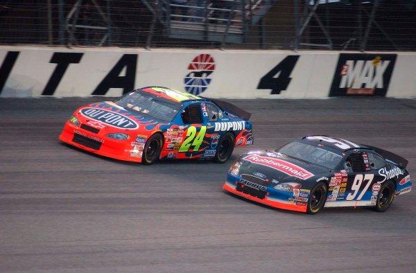 2002 NASCAR Atlanta Motor Speedway, October 25, 2002 NAPA 500/Aaron 's 312Kurt Busch goes under Jeff Gordon for the lead,-Robt LeSieur2002LAT Photographic