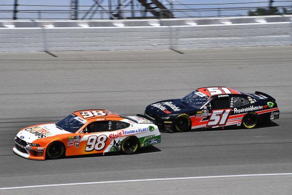 #98: Chase Briscoe, Stewart-Haas Racing, Ford Mustang Nutri Chomps/Blain's Farm & Fleet and #51: Jeremy Clements, Jeremy Clements Racing, Chevrolet Camaro RepairableVehicles.com