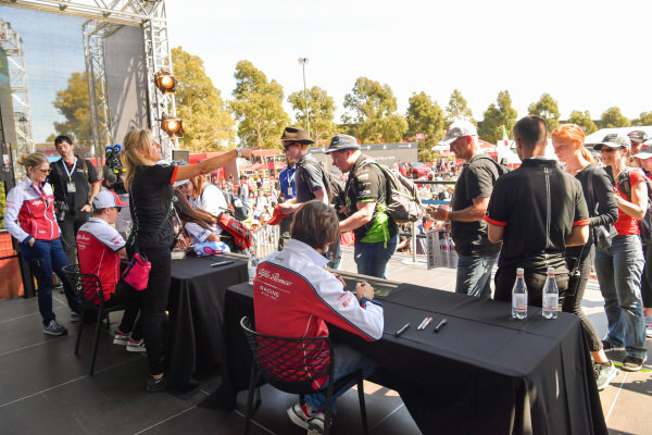 Antonio Giovinazzi, Alfa Romeo Racing and Kimi Raikkonen, Alfa Romeo Racing signs autographs for fans