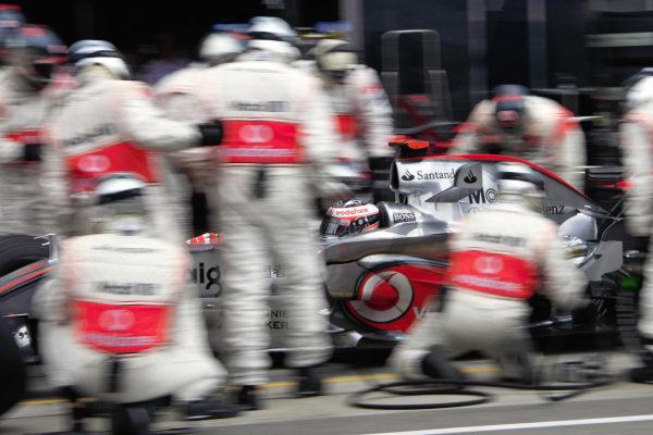 Fernando Alonso, McLaren MP4-22 Mercedes pitstop.