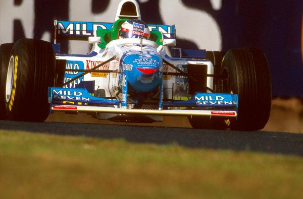 Suzuka, Japan.11-13 October 1996.Jean Alesi (Benetton B196 Renault). He crashed out on lap 1.Ref-96 JAP 19.World Copyright - LAT Photographic